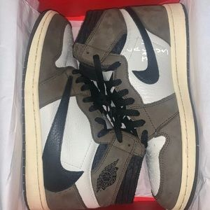TRAVIS SCOTT AIR JORDAN 1 SIZE 10.5 GREATCONDITION
